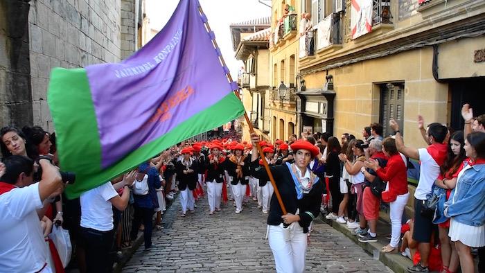Jaizkibel konpainiaren arratsaldeko desfilea