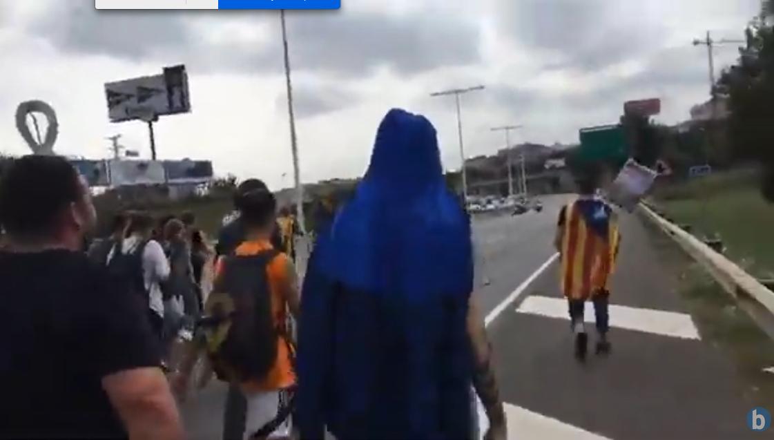 Ikasleek errepide bat moztu dute Gorenaren epaiaren kontrako protestan