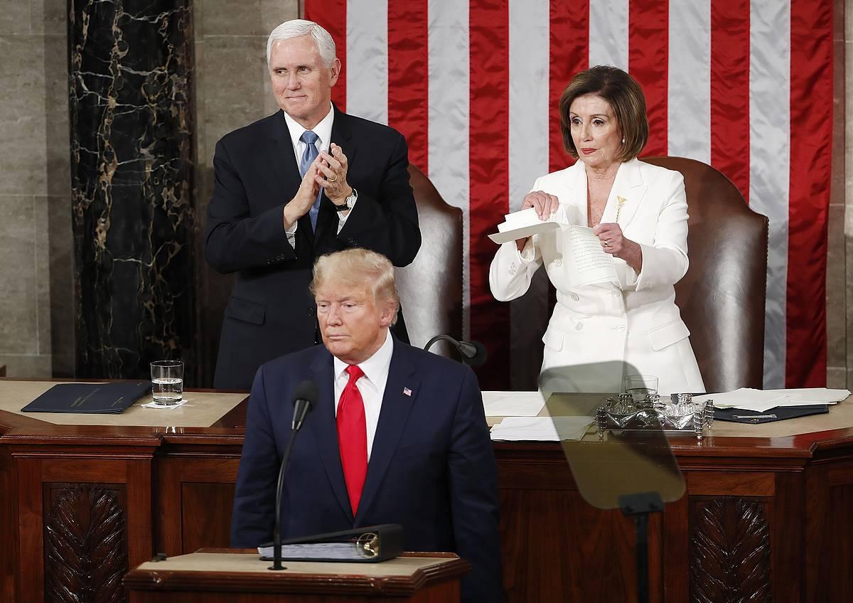 Keinu borroka Trump eta Pelosiren artean