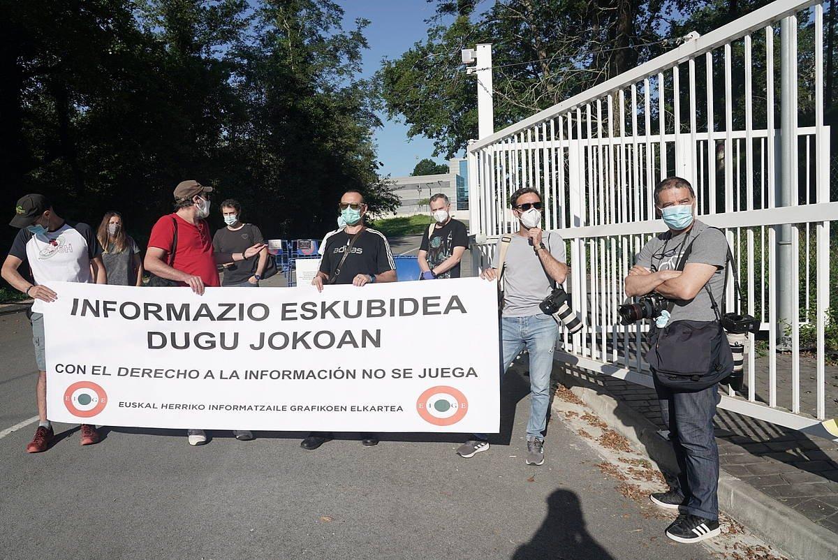 Argazkilarien protestak Donostian eta Iruñean