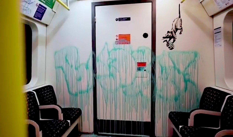 Banksy grafitigileak maskarak janzteko eskatu du ekintza batez