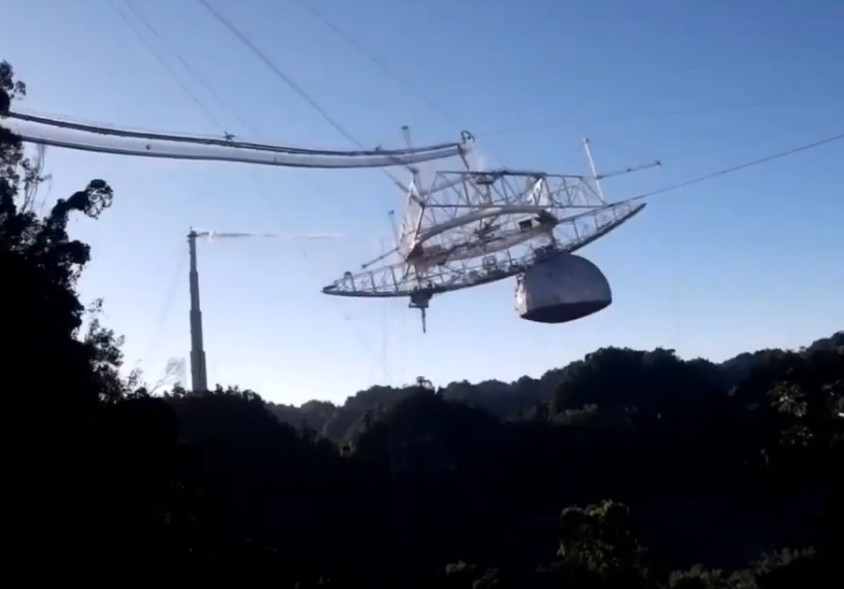 Areciboko teleskopioa amildu zen unea