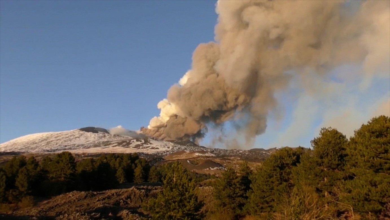Errautsak inguratu du Sizilia, Etnaren erupzio baten ondorioz