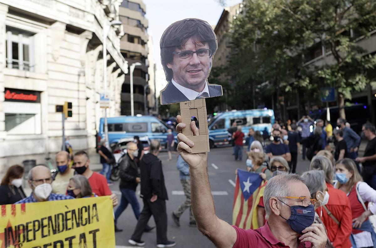 Protestak, Italiaren kontsulatuaren aurrean