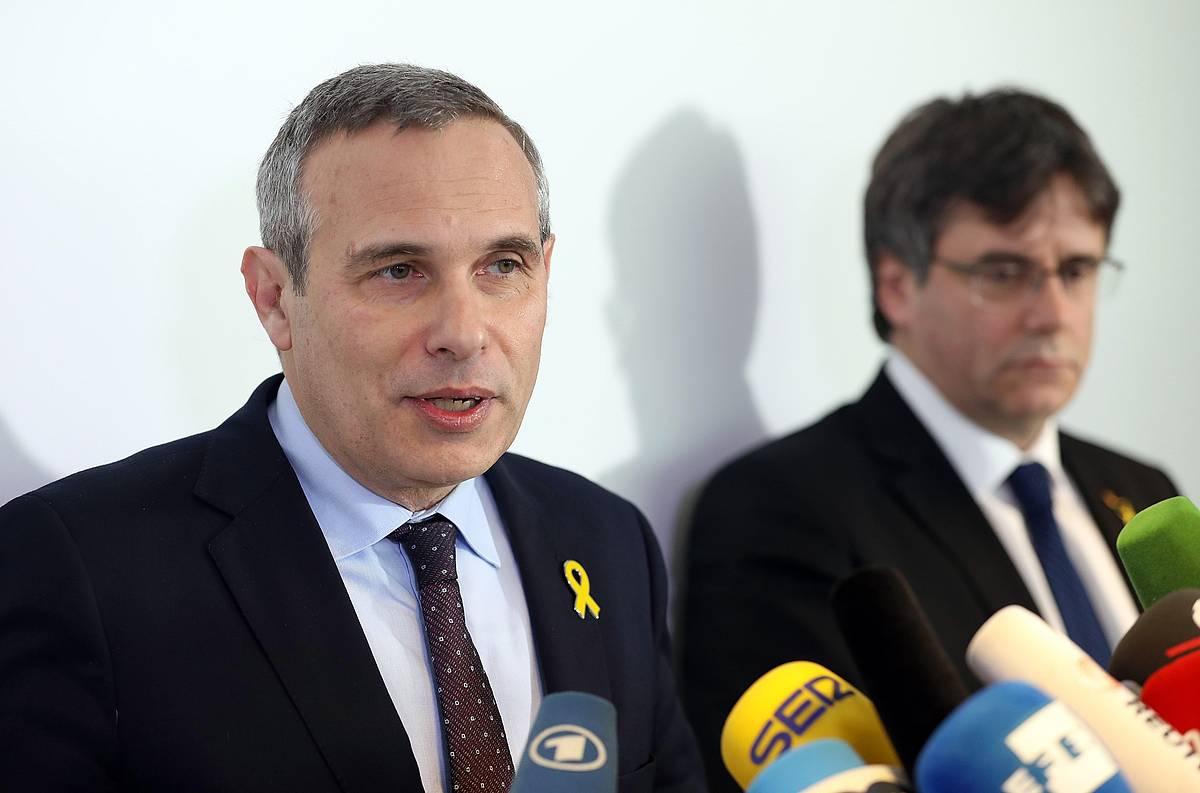 Josep Lluis Alay, Puigdemonten bulegoko burua, Italiako justiziaren erabakiaren berri ematen