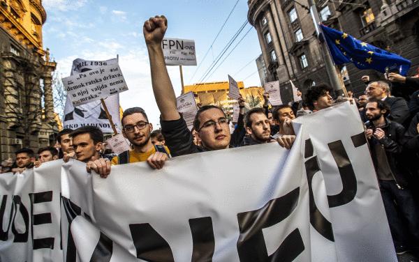 Vucicen aurkako protesta