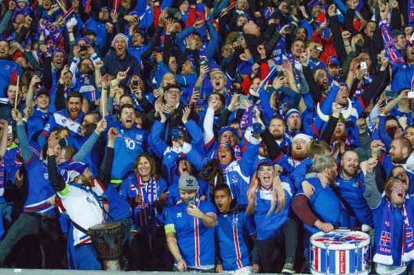 Islandiako futbolzaleak