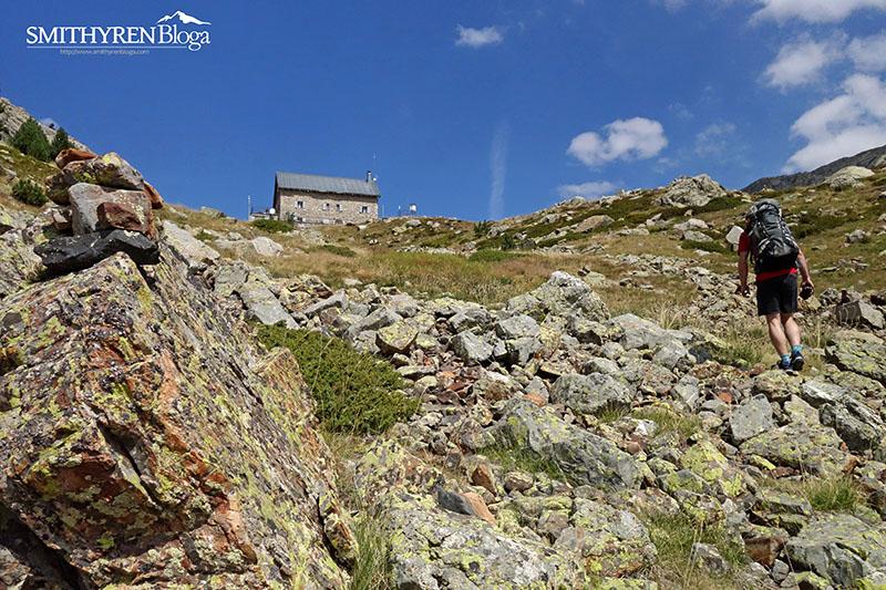 680 metro eskalatu ondoren Bachimañako aintziretako aterpera iristen.