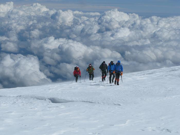 Elbrusen ipar aurpegia, Lenz Rocks pasa eta lepora bidean.